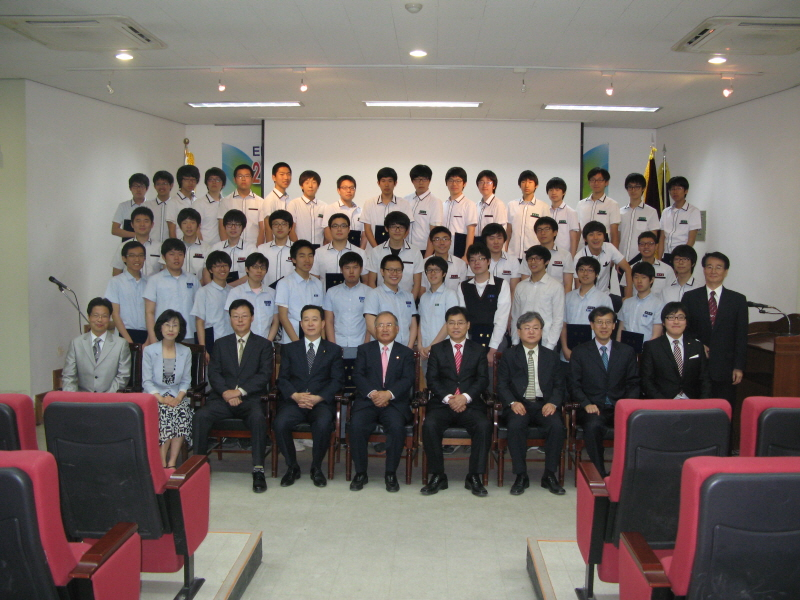 scholarship-2.jpg